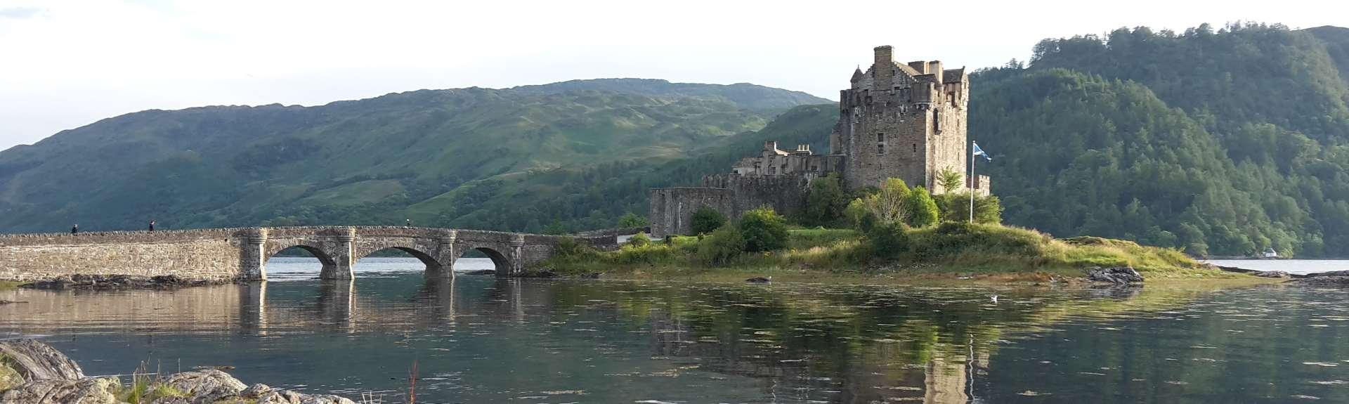 a river bridge and castle picture